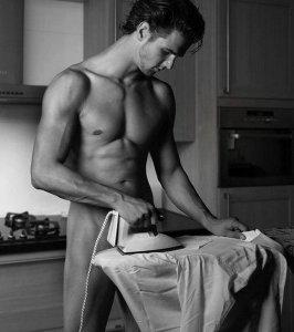 RQTH aide ménagère? 8-6-homme-de-menage-sexy-copie-1