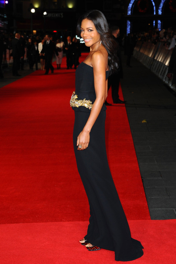 Naomie-Harris-in-Alexander-McQueen-Mandela-Long-Walk-to-Freedom-Royal-Premiere-3-600x900