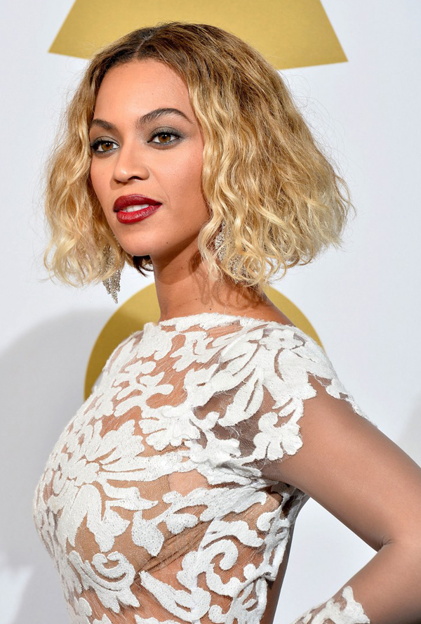 Michael-Costello-beyonce-wears-sexy-sheer-white-dress-at-grammys-2014-10