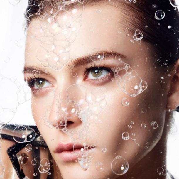 Bien-nettoyer-sa-peau-grace-au-coup-de-pouce-des-brosses_visuel_article2[1]
