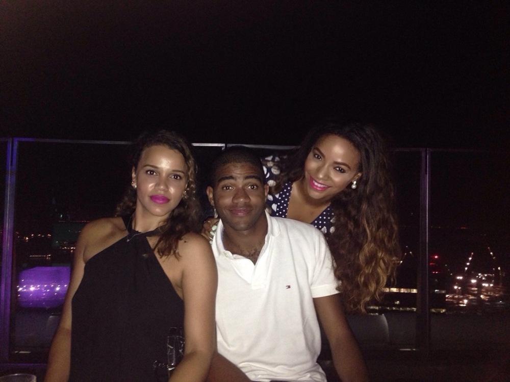 Au altitude bar avec mon frère et ma sœur.