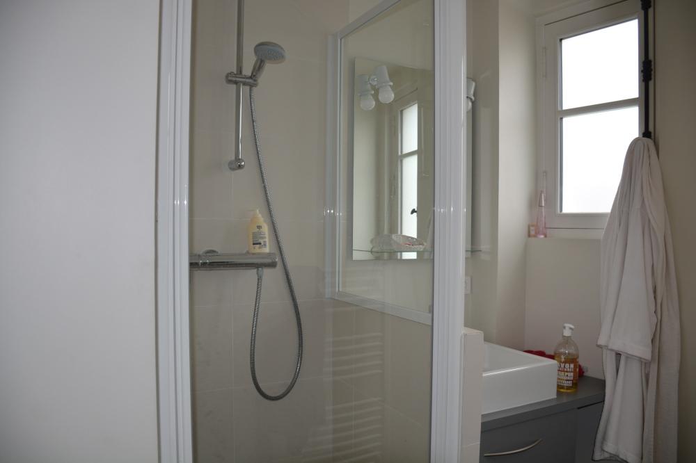 Une douche est mise à disposition pour celles qui le souhaitent après le massage MAIS, je vous recommande vivement de laisser l'huile sur votre peau pour une bonne hydratation.