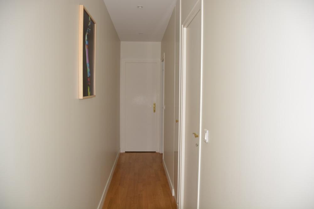 Couloir qui mène à la salle de massage.